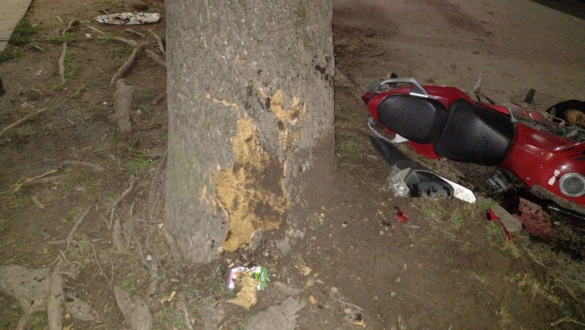 Trágico accidente en Korn: un motociclista chocó contra un árbol y murió