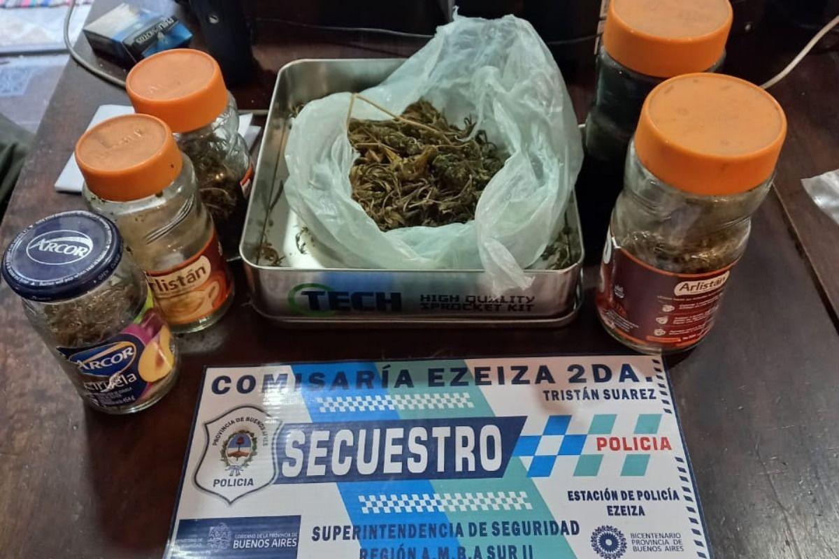 Ezeiza: dos detenidos por robo de moto partes