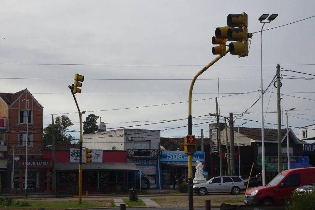 El semáforo de Las Toscas, un generador de multas de tránsito que llegan hasta los 28 mil pesos