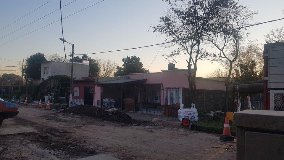 Vecinos del barrio Villa Golf de Ezeiza padecen problemas con la luz desde hace varios días.