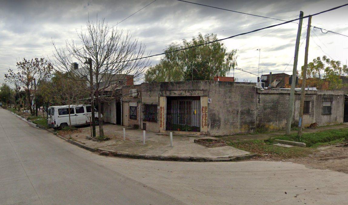 Balearon a una mujer en la puerta de su casa en Lomas de Zamora