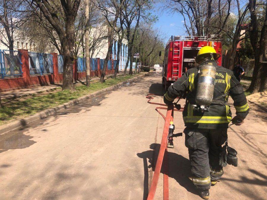 Escape de gas en Longchamps: evacuaron una escuela