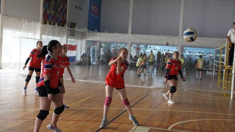 El Sub 13 de voleibol empezó con el pie derecho su participación en el Bonaerense
