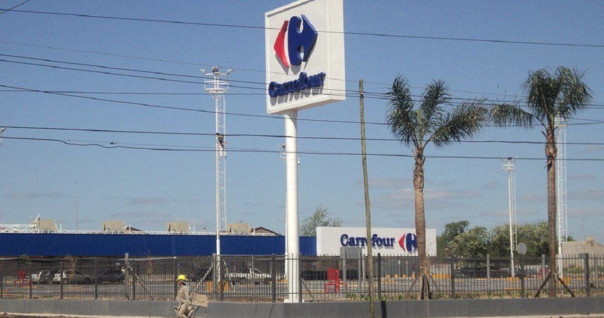 Terror en un supermercado de Glew: maniató a un guardia de seguridad para robar