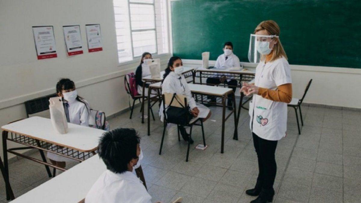 Desde mañana, las escuelas vuelven a la presencialidad completa en provincia.