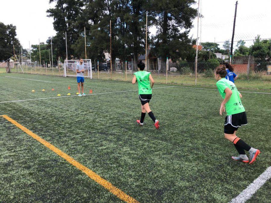 El fútbol femenino de ADCC regresó a las canchas y ya comenzó a sumar rodaje en amistosos