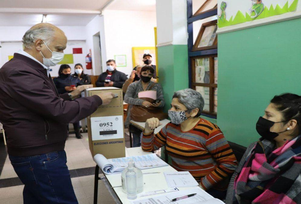 Votó Nestor Grindetti en Lanús: Vivo esta jornada con mucha alegría