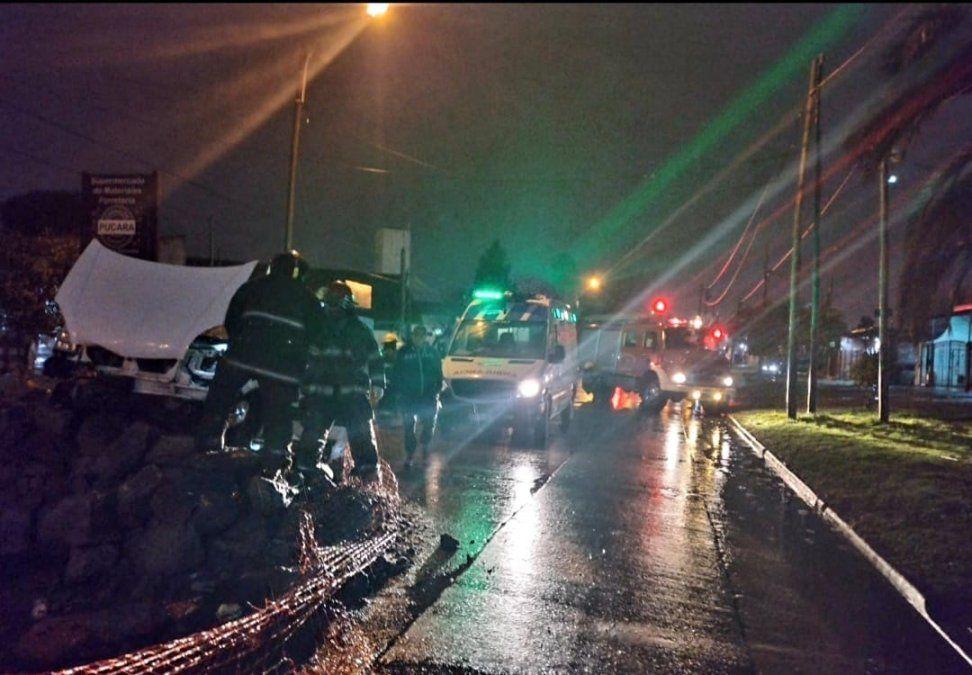 Un conductor chocó contra la obra de una avenida en Brown