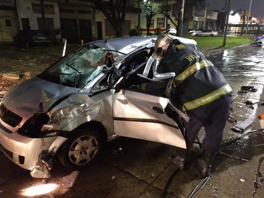 Lomas: Fuerte choque entre tres autos dejó varios heridos