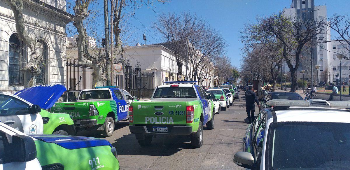 Los patrulleros en formación para partir hacia el Comando de Patrullas de Lomas.