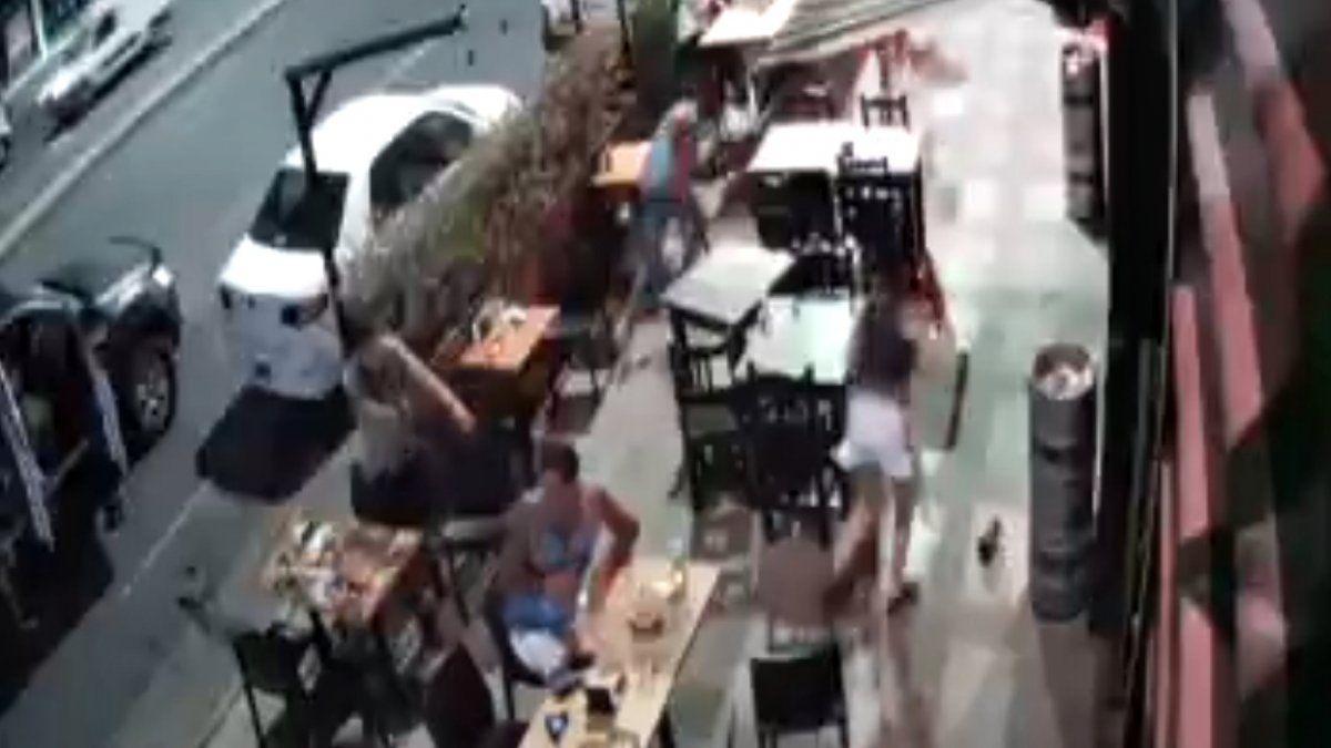Violento robo en un bar de Lanús a metros de la Municipalidad