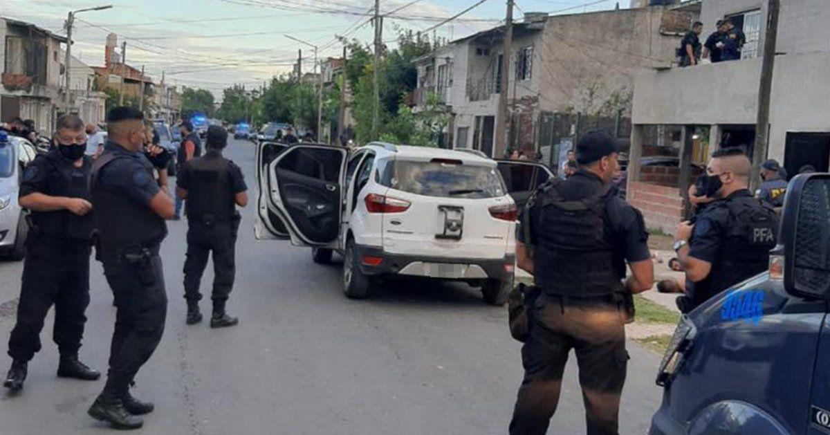 Persecución por los techos en Lomas de Zamora: detuvieron a tres delincuentes armados
