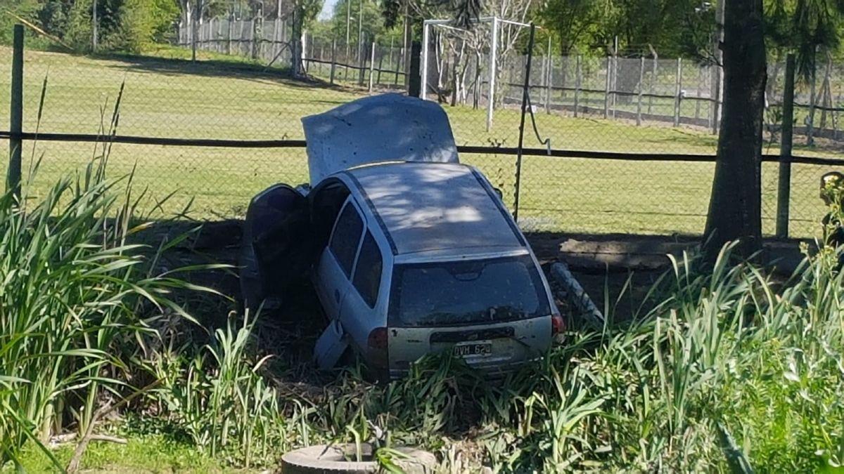 san vicente: un auto despisto en la curva de rivadavia y hay dos hospitalizados
