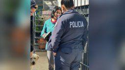 lanus: policias rescataron a una familia en un incendio