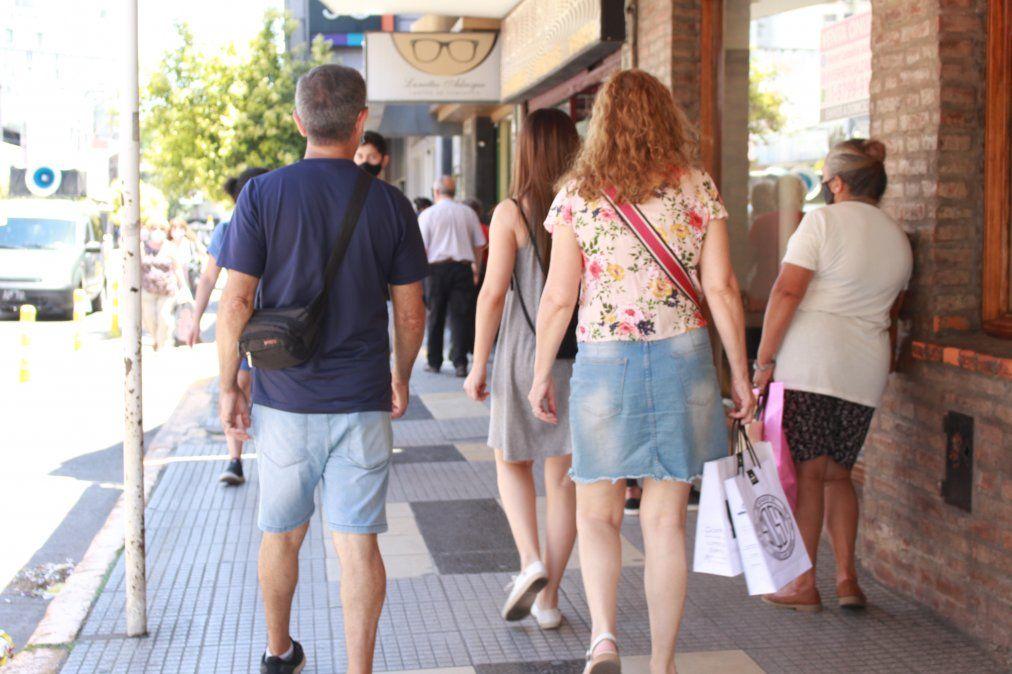 Adrogué: mucha gente en las calles y aumento en las ventas por la Navidad