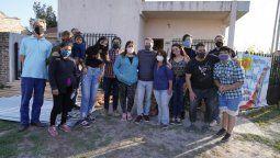 esteban echeverria: fernando gray junto a vecinos del barrio los eucaliptos