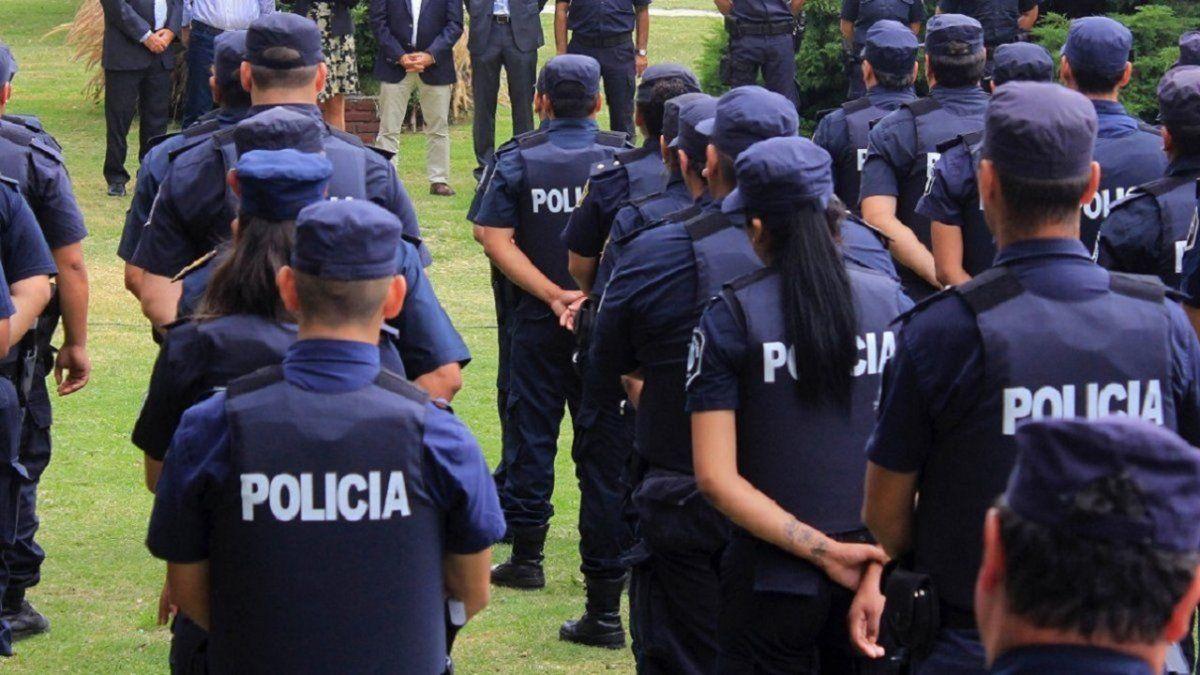 Policías involucrados en una fiesta clandestina