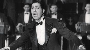 Un Zorzal suelto en Lomas: la noche que Gardel le cantó gratisa los vecinos