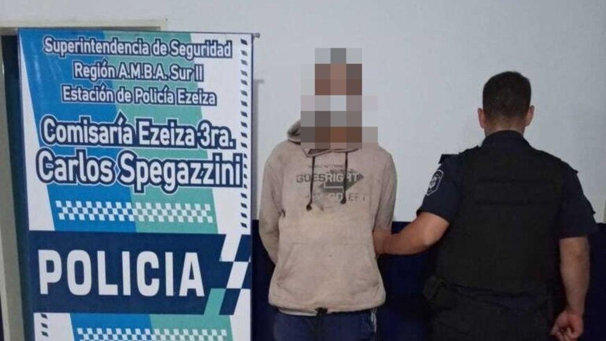 Ezeiza: intentó prender fuego un comercio y fue detenido por un vecino.