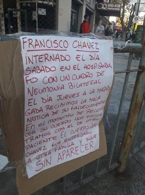 Protesta en el Hospital Gandulfo por parte de familiares de Francisco Chávez y Romualdo Pérez