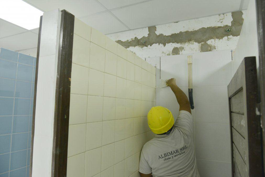 Renuevan baños y calefacción en dos escuelas de Echeverría
