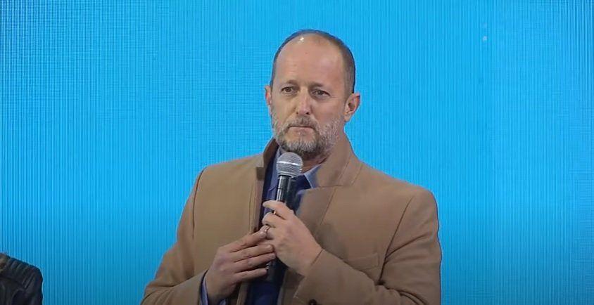 El intendente Martín Insaurralde fue el primer orador en el acto de Alberto Fernández en Lomas.