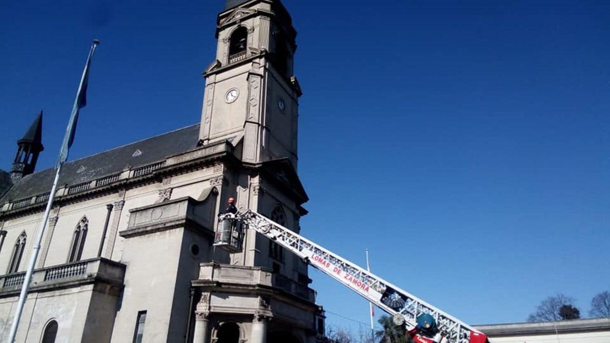 Dramático rescate en Llavallol: dos operarios se cayeron del campanario de una iglesia