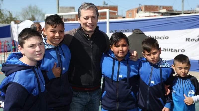 U.P. 9 de Abril inauguró su cancha pavimentada junto a Fernando Gray