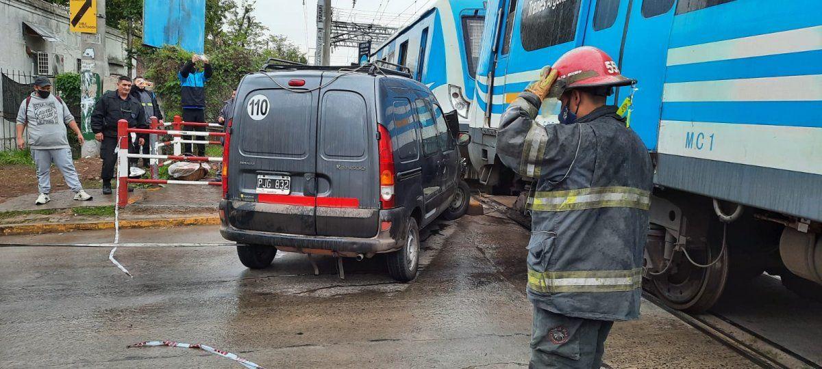 El tren embistió a una camioneta en Burzaco y el servicio quedó interrumpido