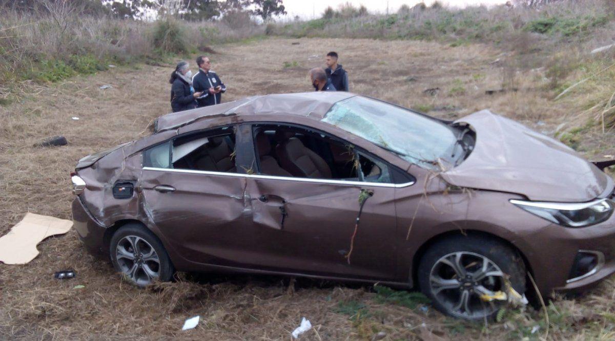 Un médico volcó con su auto y se salvó de milagro en San Vicente