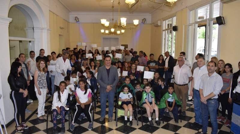 Reconocieron a alumnos y proyectos educativos destacados de San Vicente y Alejandro Korn
