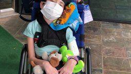 el nino de ezeiza con un tumor cerebral empezo su tratamiento en texas gracias a la solidaridad de la gente