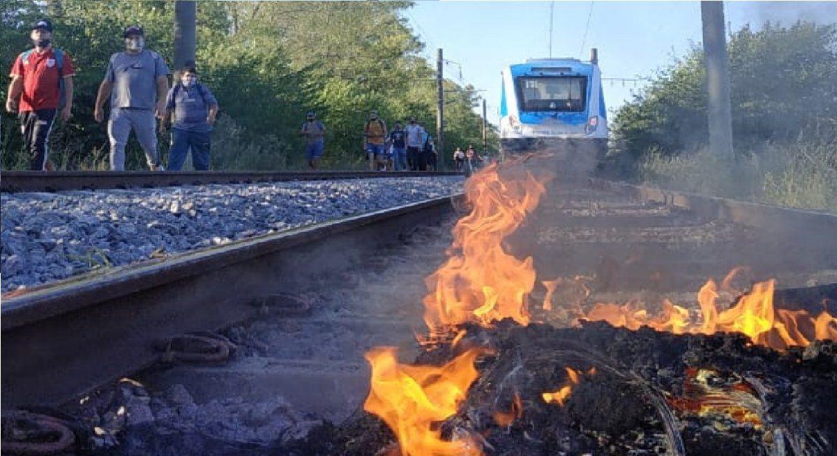 Corte de vías en Guernica: el Tren Roca llega solo hasta Glew