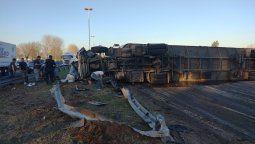 ezeiza: vuelco de un camion de ganado deja 2 heridos