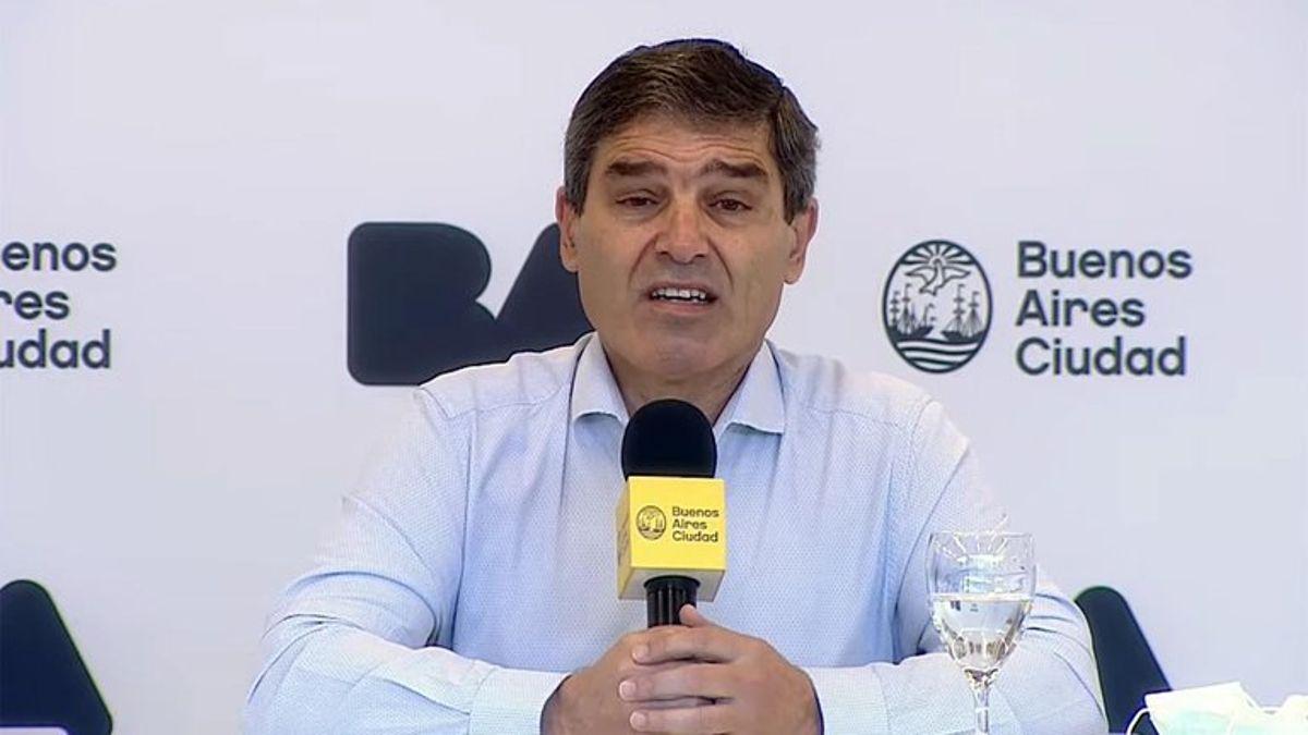 Fernán Quirós anunció la tercera vacuna contra el covid.