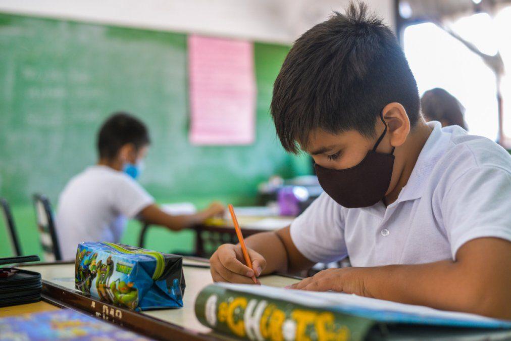 Provincia se opone al retorno de la presencialidad escolar completa