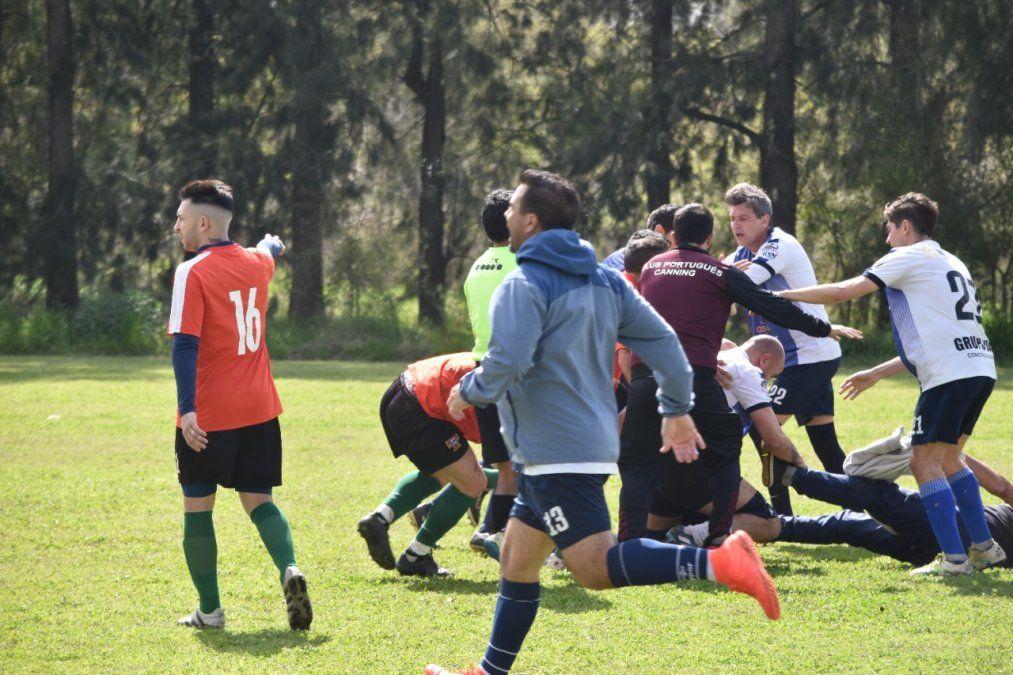 Preocupa la violencia en el fútbol de Canning: piñas, agresiones a los árbitros y expulsiones