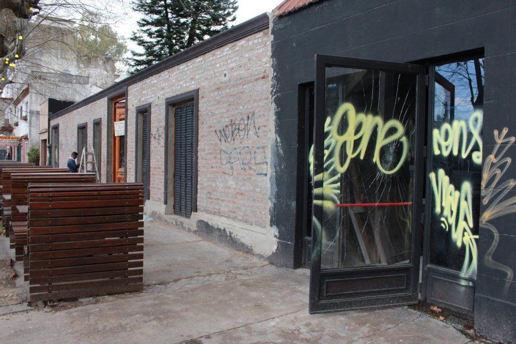 Insólito: boliche de Monte Grande amenazó a los grafiteros y lo vandalizaron igual