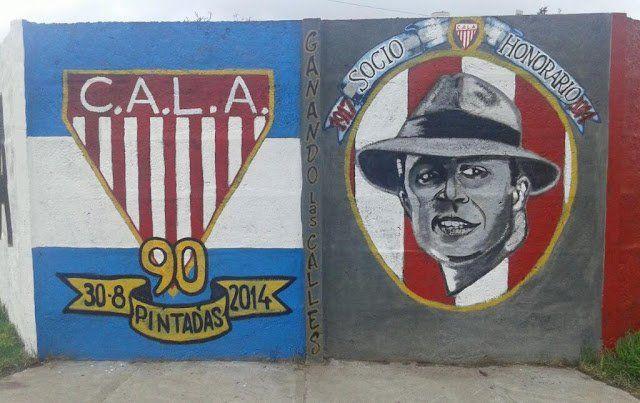 Mural que destaca a Carlos Gardel como socio honorario de Los Andes.