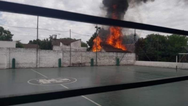 Monte Grande: Un incendio destrozó una casa