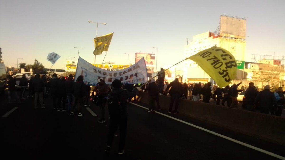 Protesta de colectiveros: cortan los accesos a la Ciudad y amenazan con más manifestaciones