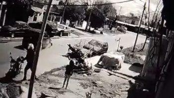 Lomas: atropellaron y mataron a una adolescente con una beba en brazos