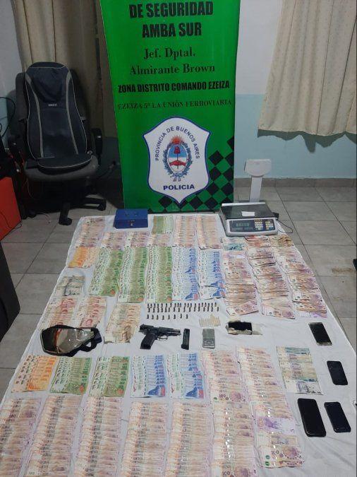 Allanaron las casas de dos hombres detenidos por venta de droga en Ezeiza